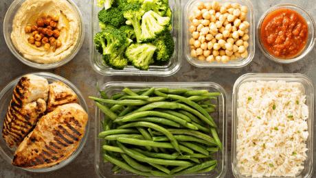 Vrai ou faux : il faut laisser refroidir les aliments avant de les mettre au réfrigérateur.