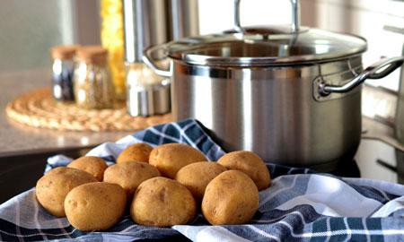Vergeet nooit meer het verschil tussen een vastkokende en een bloemige aardappel